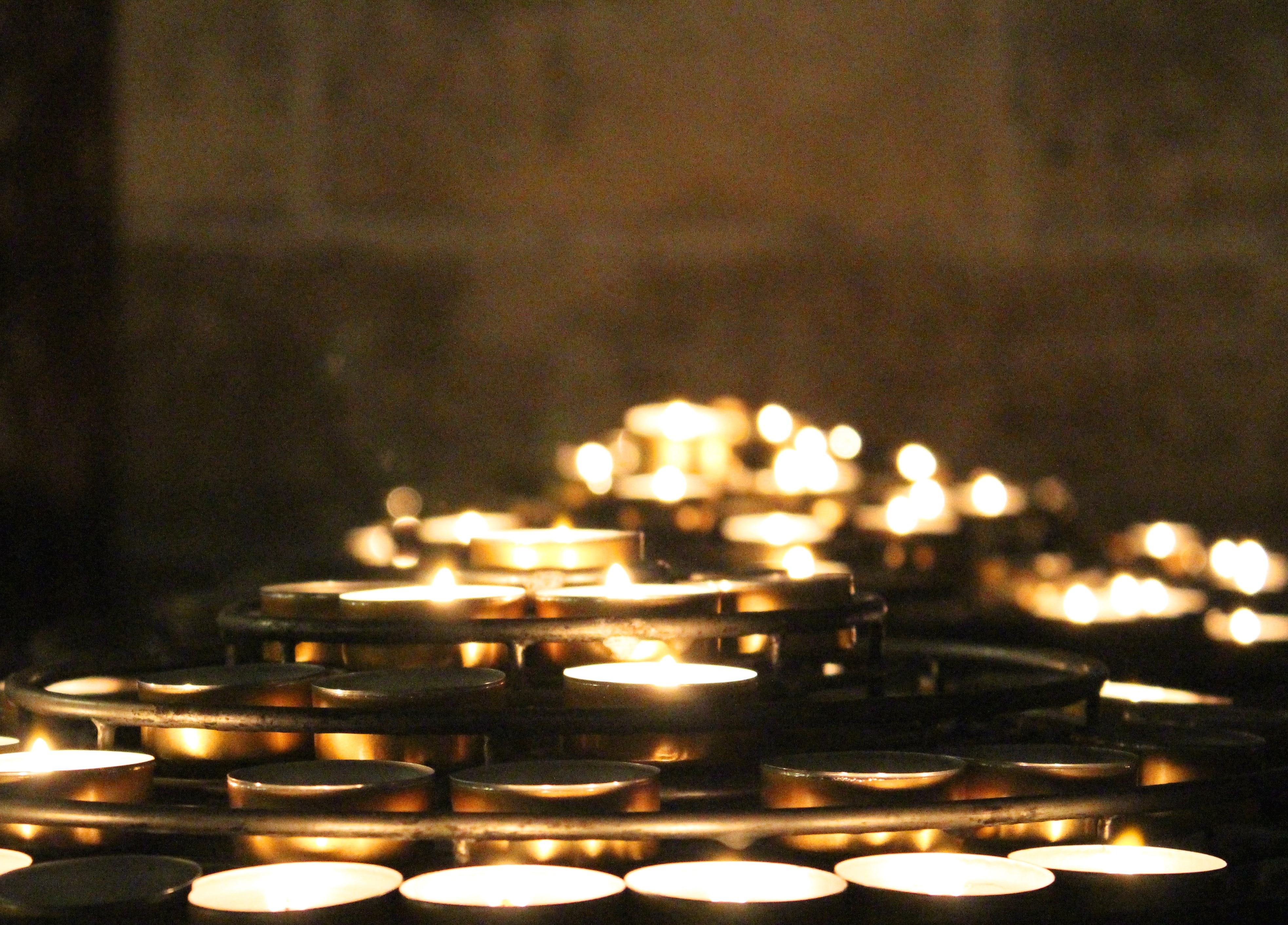 notre dame paris candles