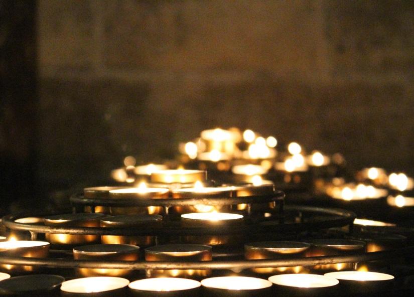 notre dame paris candles
