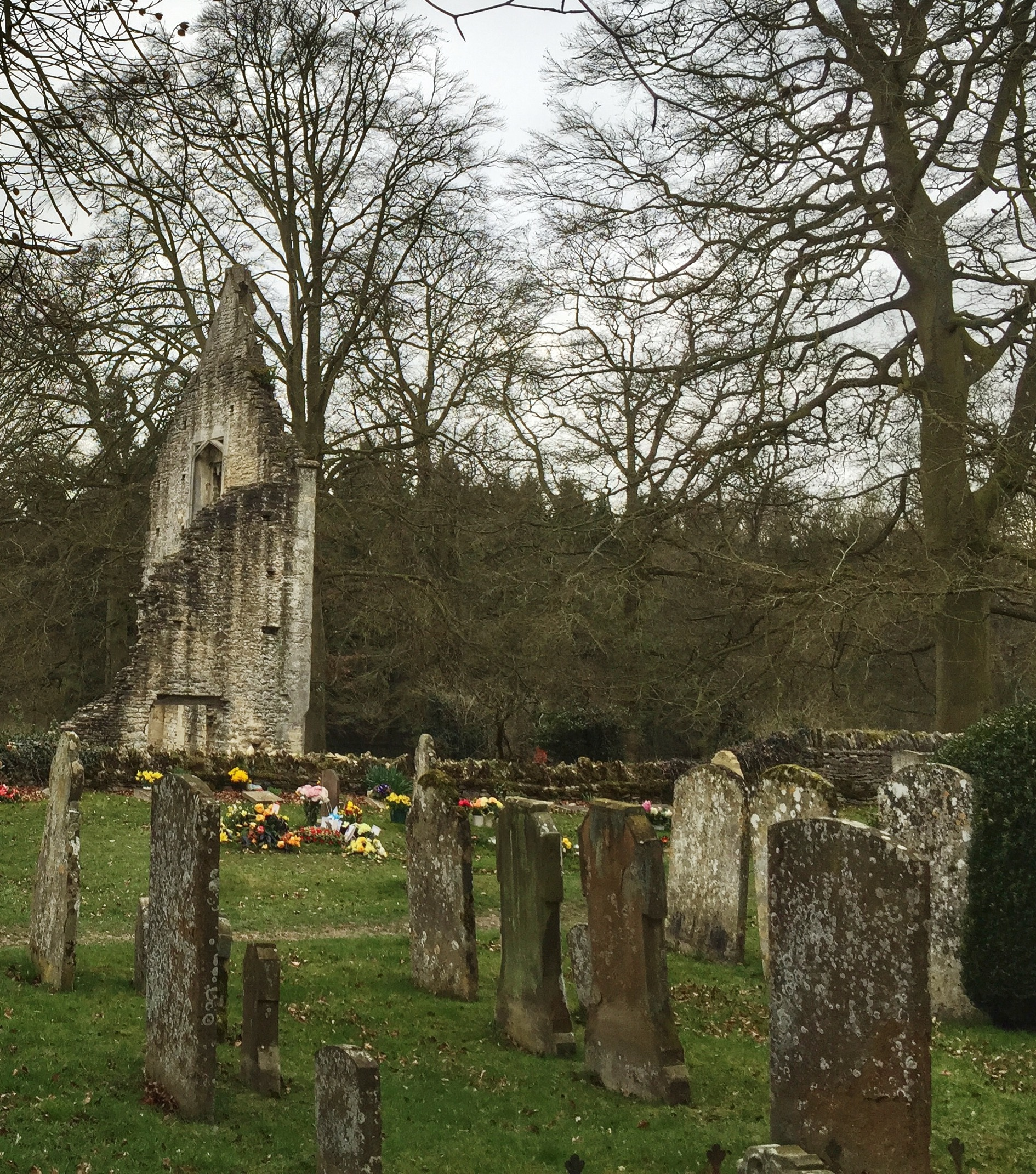 minster lovell hall graveyard