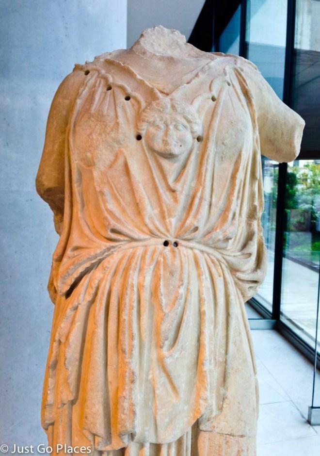 athena statue in acropolis