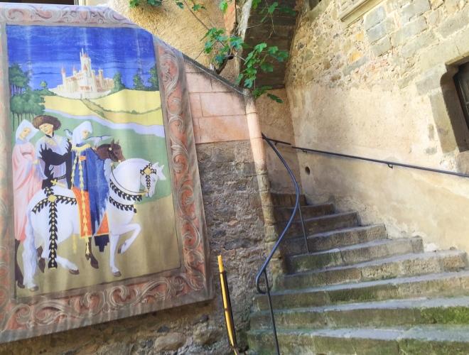 Gala Dali courtyard