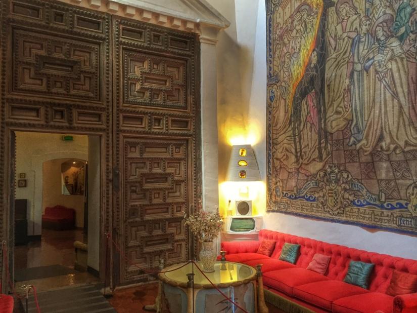 Gala Dali Living room