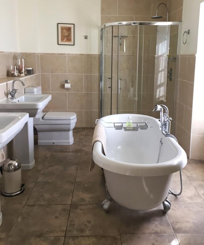 maison laurent bathroom