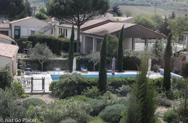Maison Laurent garden and pool