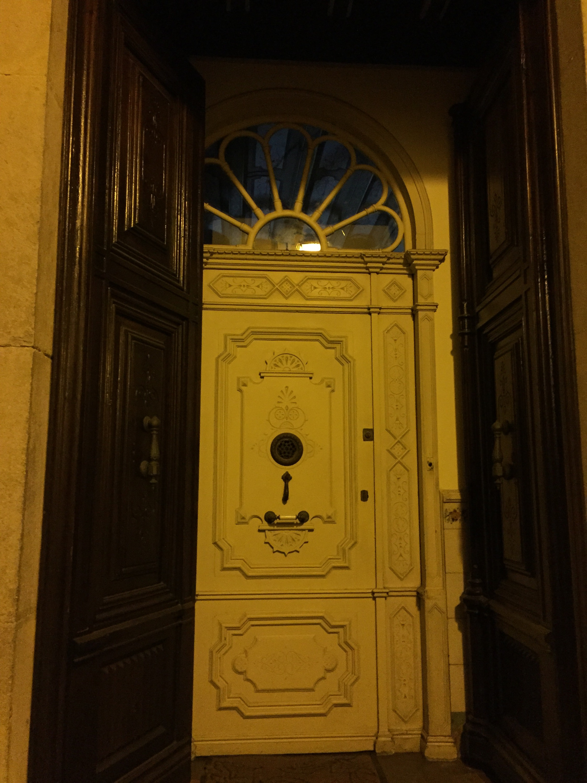 The fancy doors of the costa brava for Fancy front doors